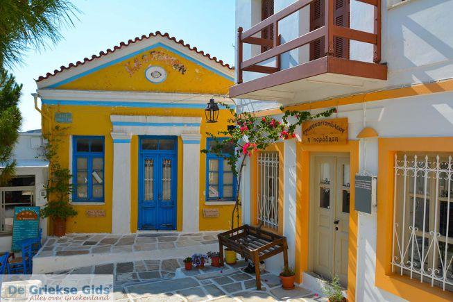 Paros Griekenland geel